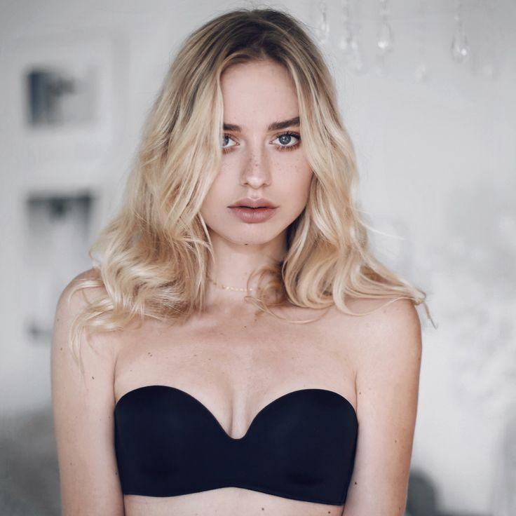Sonya Esman for Intimissimi.  #Intimissimi #ItalianLingerie #Lingerie #bra #bandeaubra #straplessbra #sonyaesman