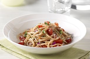 No-cook tomato sauce with pasta