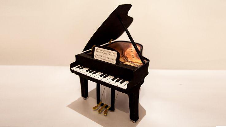 Tutorial para hacer un piano a goma eva, explicado en video con el paso a pasa, fácil rápida y limpia.