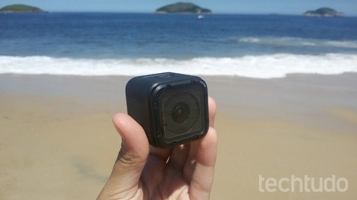 GoPro Hero 4 Session é uma câmera de ação compacta (Foto: Isabela Giantomaso/TechTudo)