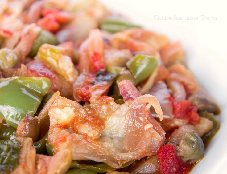 La Caponata al forno è l'alternativa più leggera alla classica caponata siciliana, composta da verdure tagliate e pezzetti e condite con una salsa agrodolce