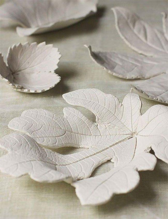 Schöne und sehr einfache Bastelschalen aus Blättern und Ton