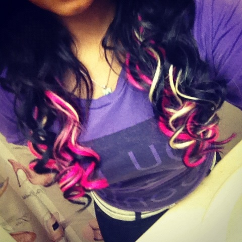 something like this but reverse with blonde hair and black and pink extra's!!