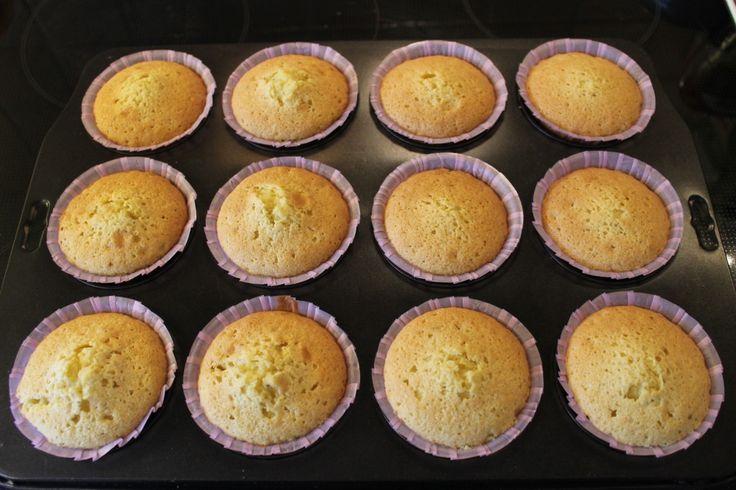 Vanilje cupcakes { oppskrift }   Hanne`s kaker [ cakes by Hanne ]