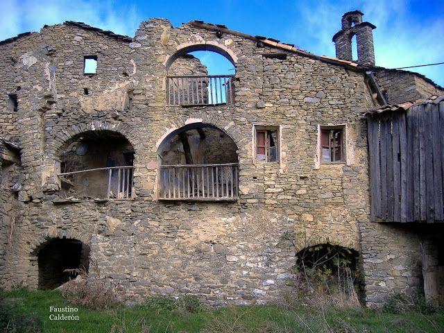 Pueblos deshabitados: El Meüll #pallarsjussa #despoblats #pueblosabandonados Casa Batllevell , part darrere