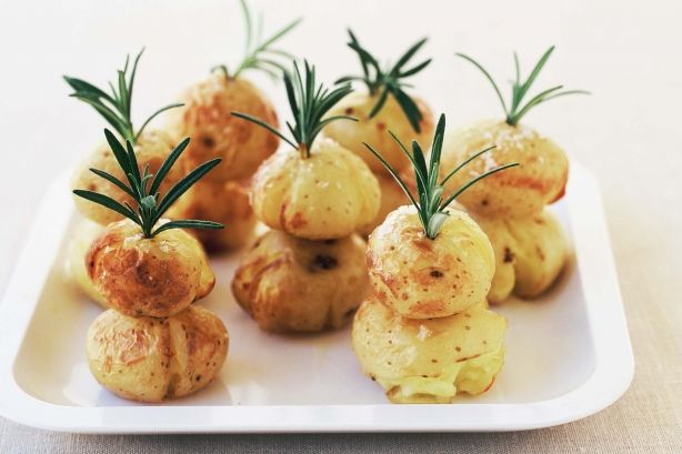 Here is a fun idea for the Christmas table - give the roast potato side dish a festive flair by giving them a Christmas tree shape.