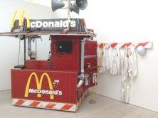 A cura di Germano Celant, si apre nel palazzo della Triennale di Milano la grande mostra Arts & Foods