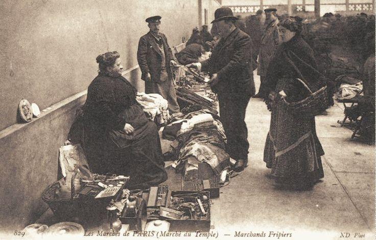 Les petits métiers du Paris d'antan Des marchands fripiers (vieille carte postale, vers 1900)