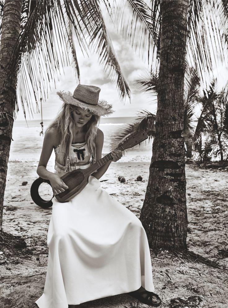 It's our Miko straw hat but with a frayed edge #sunhat #beachhat #islandgetaway #islandgirl #jonathanhoward www.hatmaker.com.au