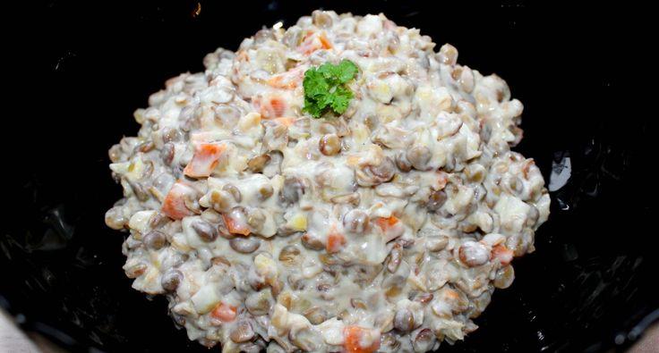 Majonézes-zöldséges lencsesaláta recept: Gyakran készítek majonézes salátákat, mert a családom nagyon szereti. Ez a majonézes-zöldséges lencsesaláta recept az egyik kedvenc ilyenkor az ünnepek közeledtével. Bármilyen sült vagy rántott hús mellé jól passzol, de egy kiflivel is finom vacsora lehet belőle. Akár a karácsonyi, vagy szilveszteri menüsor részévé is válhat. :)