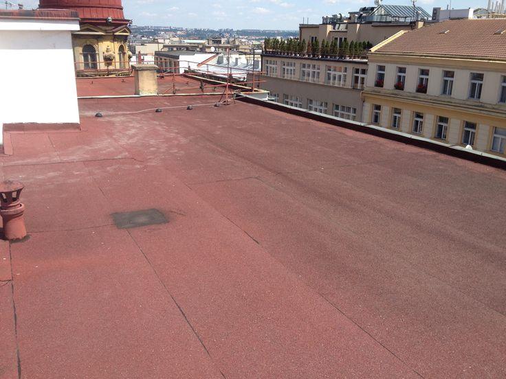 Rekonstrukce ploché #střechy ve Štěpánské ulici v Praze.