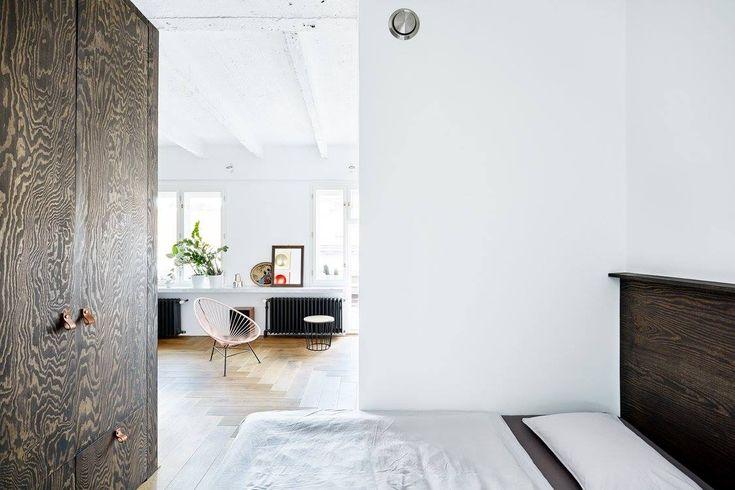 Rekonstrukce bytu na Žižkově - pohled z ložnice