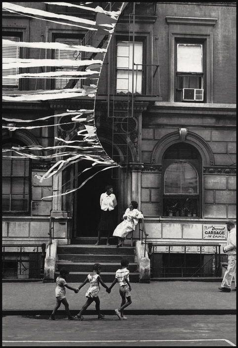 Soul Looks Back And Wonder   Harlem 1963 . Photographer Leonard Freed