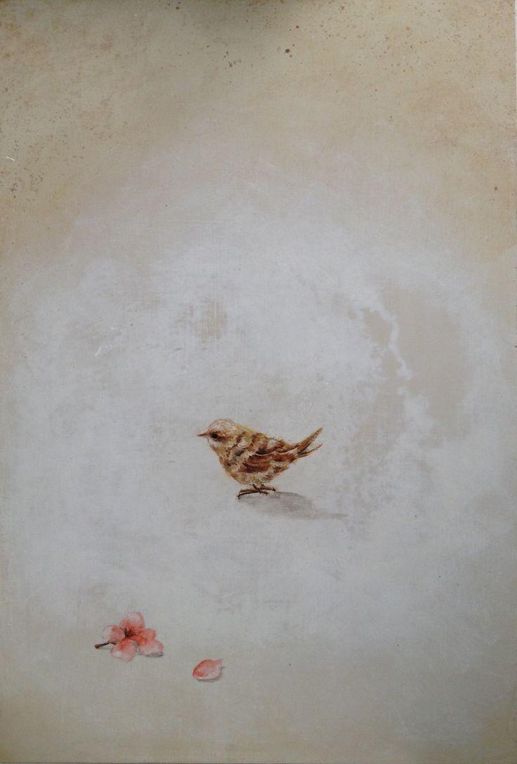 Pájaro y flores caídas