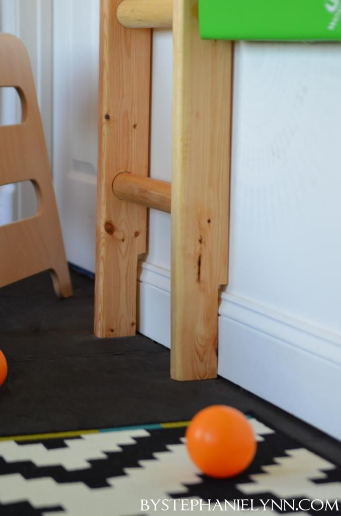 Under The Table and Dreaming: DIY Indoor Playroom Climbing Ladder (includes pictures and descriptions of making ladder)