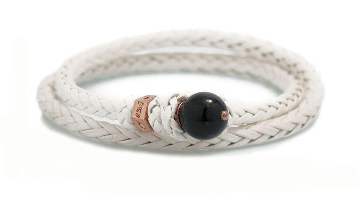 BDG Scoubidou Bracelet ~ BR 001 Panna R. Bracciale doppio giro in pelle naturale intrecciata ad otto capi, con dado in Argento Rosa 925‰ e pietra naturale semipreziosa.