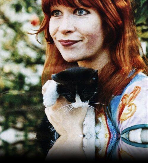Foto de Rita Lee — O reflexo preto não aparecerá na biblioteca. Foto original upada por lia3lia: http://www.last.fm/music/Rita+Lee/+images/65271636