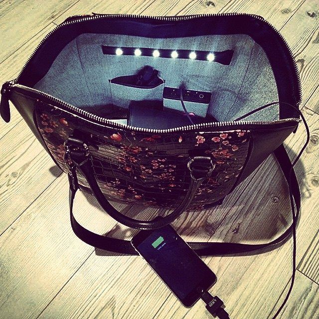 Recharging your #smartphone out of home? Yes you can with your #ledemotiondesign #bags!  Www.ledemotiondesign.it