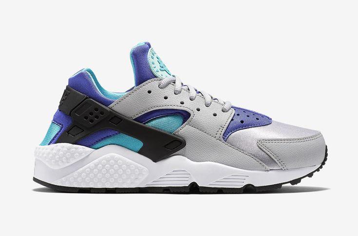 Nike Air Huarache – šedé dámské boty, modré a fialové detaily, tenisky  #nike #nikeair #huarache #womens #tenisky #boty #sneakers #futuristic #futurism #grey #blue #green