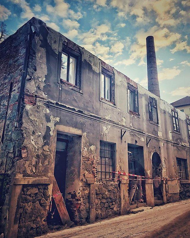 A ruined house in Subakova street Třebíč Jewish quarter Zbytky domu v Subakově ulici v Třebíči #iphone7plus #snapseed #trebic #jewishtown #unesco #streetphotography #czech