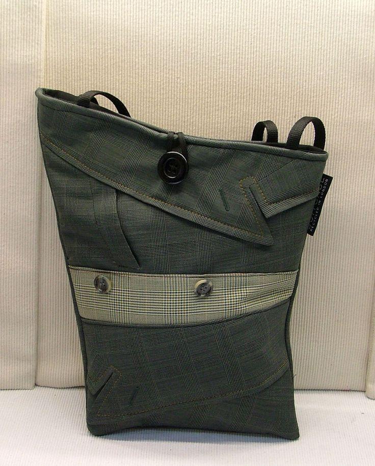 Bland stånden i Covent Garden i London hittar man väskor från företaget Suitcase. Begagnade exklusiva kostymer från Londons bank- och finansherrar (skulle jag gissa) förvandlas av Edson Raupp till …