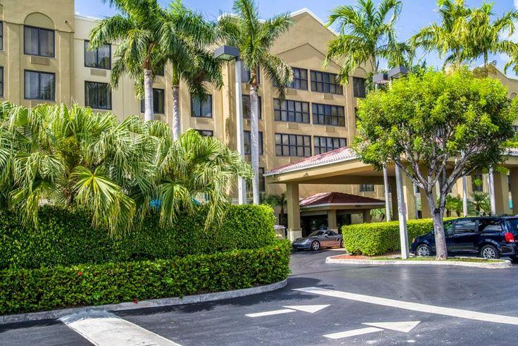La temporada de huracanes en Miami (del 1º de Junio al 30 de Noviembre) es siempre un concurrido periodo de viajes para el Sur de la Florida. Comfort Suites Hotel en Miami le gustaría que usted supiera que no hay que preocuparse por la seguridad cuando usted elige trabajar, jugar o simplemente relajarse y pasear por nuestras instalaciones.  Para obtener más información, visita http://comfortsuitesmiami.blogspot.com/2014/07/hoteles-en-miami-prueba-de-huracanes-y.html.
