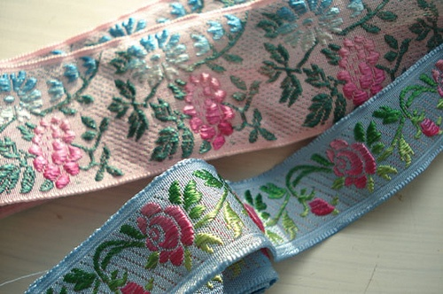 gorgeous vintage French ribbon - www.suchprettythings.typepad.com