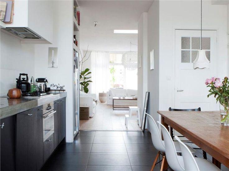 grijze keukenkastjes met streep