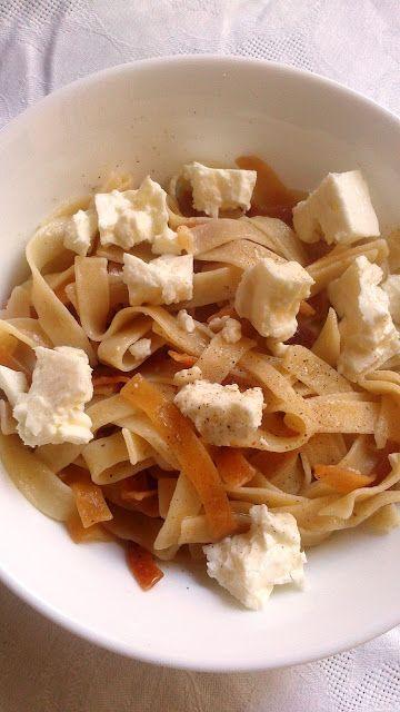 ΓΙΟΥΦΚΑΔΕΣ ΜΕ ΤΥΡΙ (ΦΕΤΑ)  Χειροποίητοι παραδοσιακοί γιουφκάδες με τη συνοδεία τυριού (φέτας) , σε μια απλή, εύκολη και νοστιμότατη συνταγή!!!