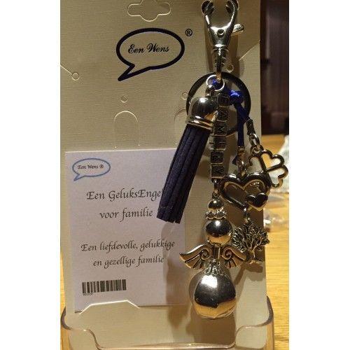 Geluksengel voor familie sleutel-tas hanger Een prachtige engel die je als  cadeau kunt geven. Deze geluksengel kun je als tashanger of sleutelhanger gebruiken.   Deze engel heeft een kwast  en een klaver vier bedel en de letters family.
