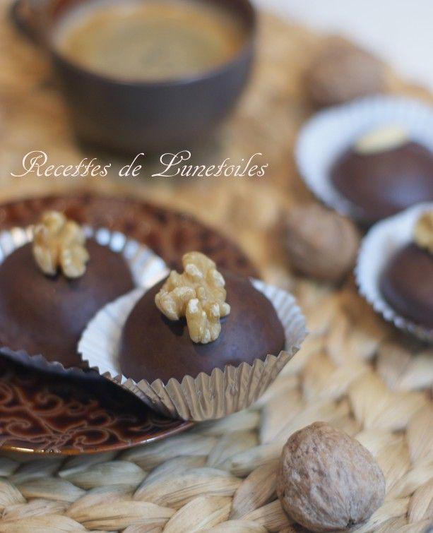 petits gâteaux au chocolat fourrés aux noix (je changerais sûrement les noix de la farce par un autre fruit sec)