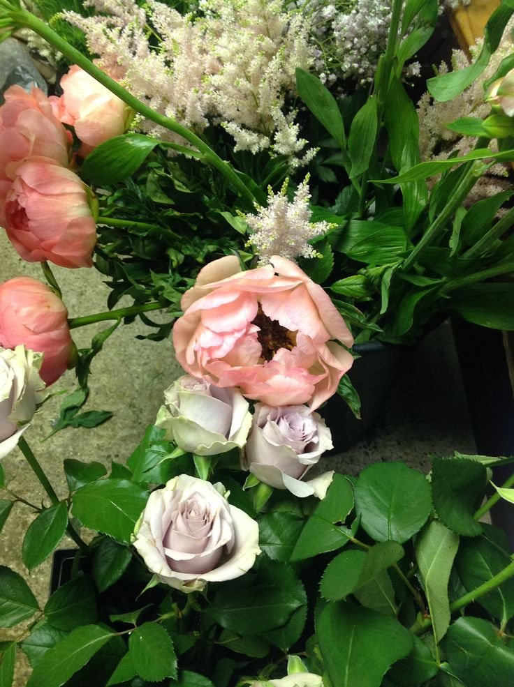 Mothers Choice Peonies, Safi roses and astilbe