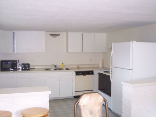 SOUTH END - JULY 1st This 3 bedroom apartment is located in the south end of Sudbury and is close to many amenities such as banks, shopping, restaurants, library, laundromat and the beautiful Laurentian Trails. (only 20 minute walk to Laurentian University or 5 minute bike ride.) Conveniently located on a direct... https://laurentianu.offcampuslistings.com/ads/south-end-july-1st/