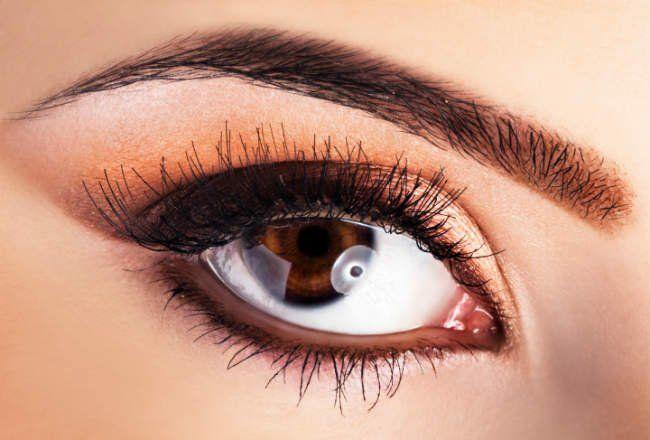 Designer de sobrancelhas dá dicas para valorizar o olhar com esse tipo de sobrancelha