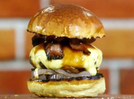 Receita de Bacon Barbecue Burger - Cyber Cook Receitas - Crédito da receita: Sanduba Insano...