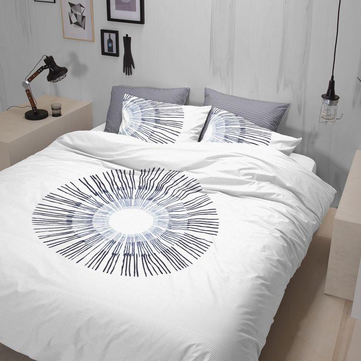 Leg het dekbedovertrek Irusu van Damai op bed en je creëert direct een ontspannen sfeer in de slaapkamer. De combinatie van Japanse invloeden en de rustgevende blauwtinten zorgen voor een mooie sereniteit. De ondergrond van het dessin heeft een subtiel weefsel effect en de achterzijde van het kussensloop heeft een bijpassende print. #damai #irusu #oriental #style #duvet #cover #dekbedovertrek #oosterse #invloeden #indigo #blauw #blue #white #wit #grey #grijs #bedroom #slaapkamer