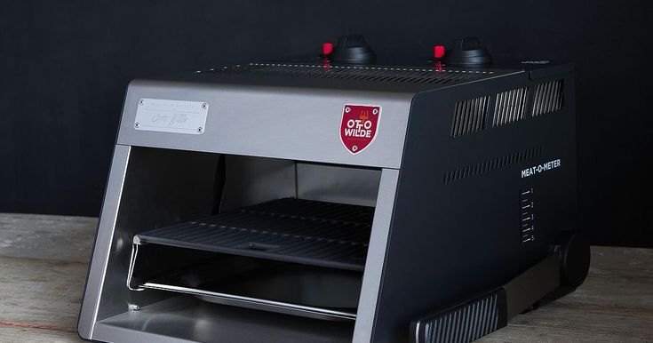 Otto's O.F.B. (Over-Fired Broiler) is a high-performance grill made for preparing the perfect steak, which brings steakhouse quality to your home. After a few minutes of pre-heating, it reaches temperatures of over 900 °C. Exposing meat to these temperatures triggers a Maillard reaction, forming an even crust on the steak's surface. At the core of the grill are two infrared gas units, which emit infrared heat from the top. This produces grill results that cannot be replicated with any other…