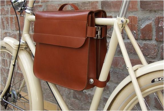 Beautiful bag, but none of my bikes have a horizontal top tube...(Retrovelo Bike Frame Bag)