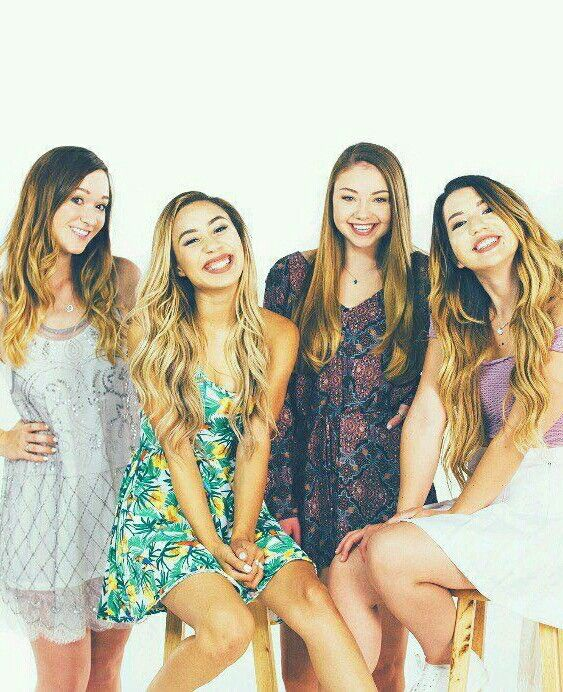♛(left to right) Alisha Marie, Eva Gutowski (MyLifeAsEva), Meredith Foster, and Mia Stammer♛