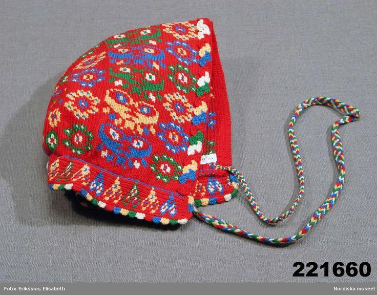 Kvinnohuvudbonad s.k. lurka, virkad och formad som de lurkor av tyg med ullgarnsbroderi som varit vanliga i Gagnef.