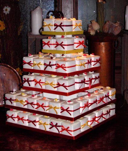 ... wedding cake option #1...: Wedding Cupcakes Towers, Cupcakes Ideas, Minis Cakes, Squares Cupcakes, Cupcakes Boxes, Cupcake Wedding Cakes, Wedding Cakes Design, Gifts Boxes, Cupcakes Rosa-Choqu