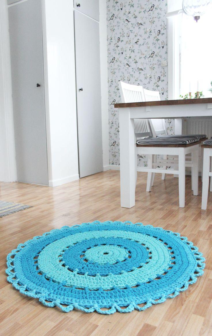 Virkad matta av tråkågarn. Gratis mönster. Crochet carpet. Tricot yarn. Free pattern.