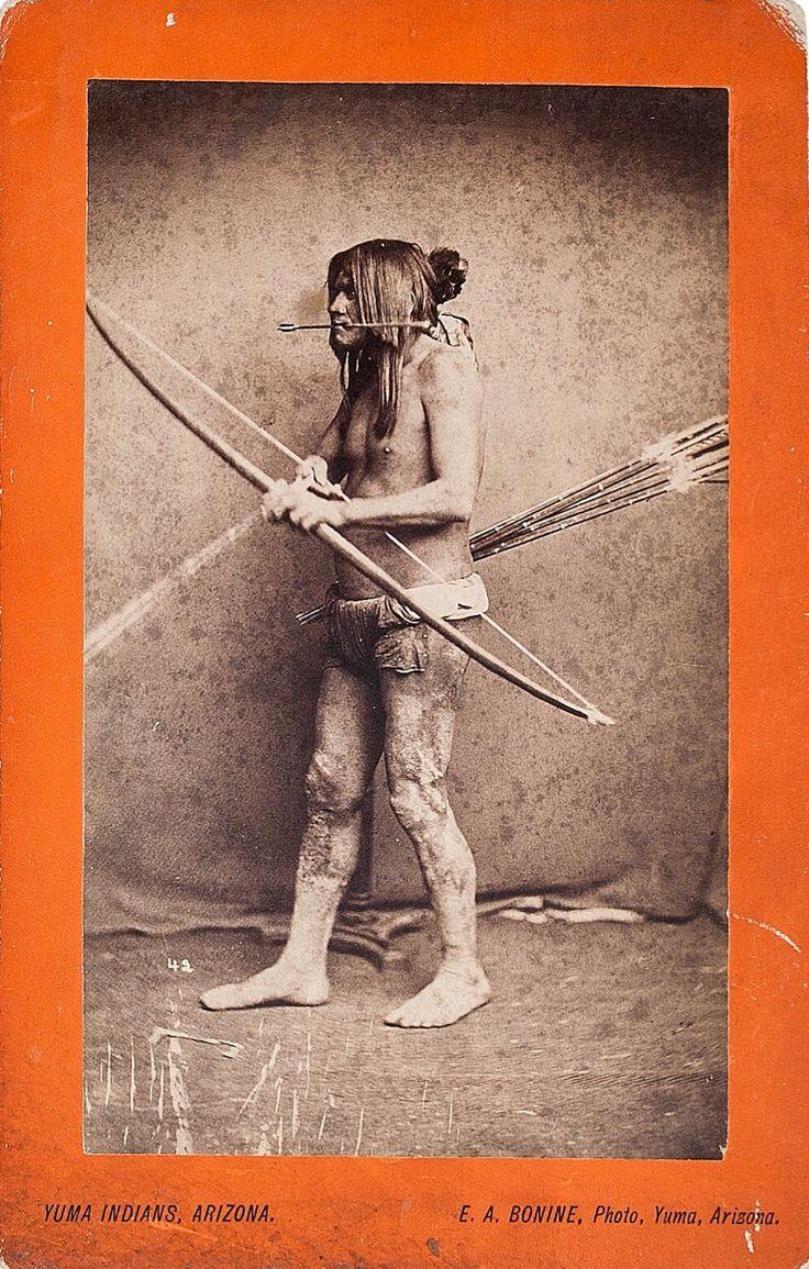 """Фотография мужчины с луком и стрелами, Юма. Фото E. A. Bonine.   """"American Indian, Pre-Columbian & Tribal Art Signature Auction"""", Даллас. 10 мая 2013."""