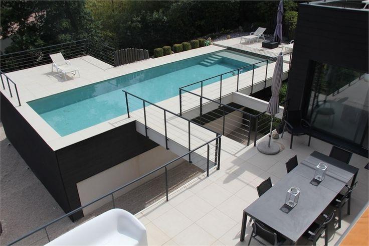 Venez découvrir cette magnifique villa à quelques minutes du centre ville d'Aix-en-Provence à vendre chez Capifrance.    > 270 m², 9 pièces et un terrain de 5000 m²    Plus d'infos > Marc Rieffel, conseiller immobilier Capifrance.