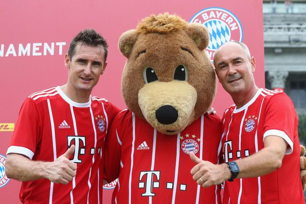 FC Bayern Muenchen Legends  Miroslav Klose and Raimond Aumann (R) attend the FC Bayern International Fanclub Tournament at Singapore Padang Field at the Singapore Cricket Club during the Audi Summer Tour 2017 on July 26, 2017 in Singapore.