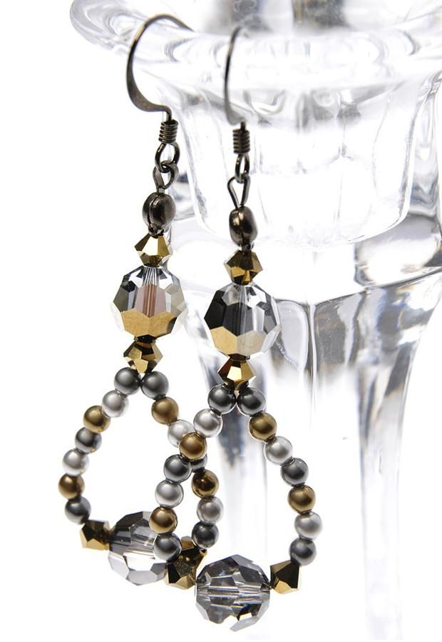 Beads & Beyond Magazine - Projects - Little black earrings