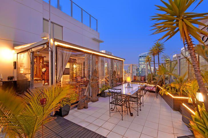 FOR LEASE: 381/298 Sussex Street, Sydney, NSW 2000 Stunning split-level three bedroom apartment, via Rent.com.au // #sydneyrentals #amazinghouses #luxuryliving