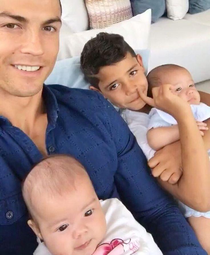 "Gefällt 11.9 Tsd. Mal, 166 Kommentare - Cristiano Ronaldo Junior ♕ (@cristiano.ronaldo.jrr) auf Instagram: ""Too cute """