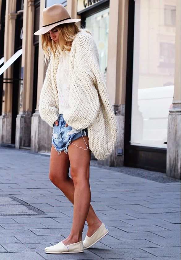 10 Bloggers Who Totally Nailed It This Week via @WhoWhatWear // oversized sweater, denim cut-offs, slip-on shoes, fedora.