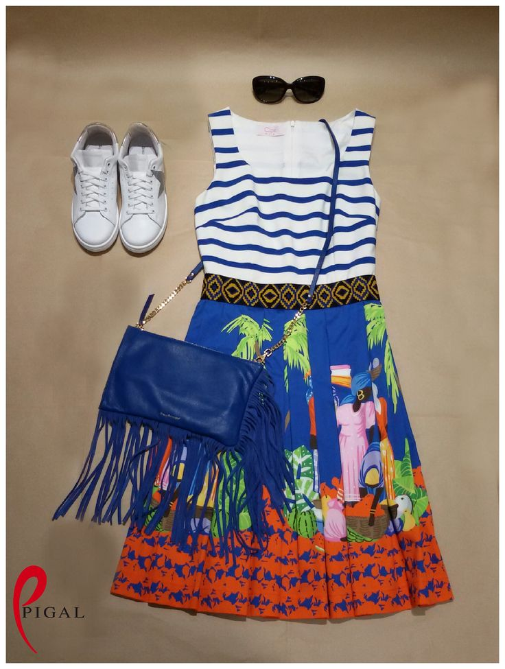 Holiday outfit! #clipsmore #stellarittwagen #bag #sneakers #whiteshoes #outfit #pigal #pigalboutique #outfitoftheday #woman #casual